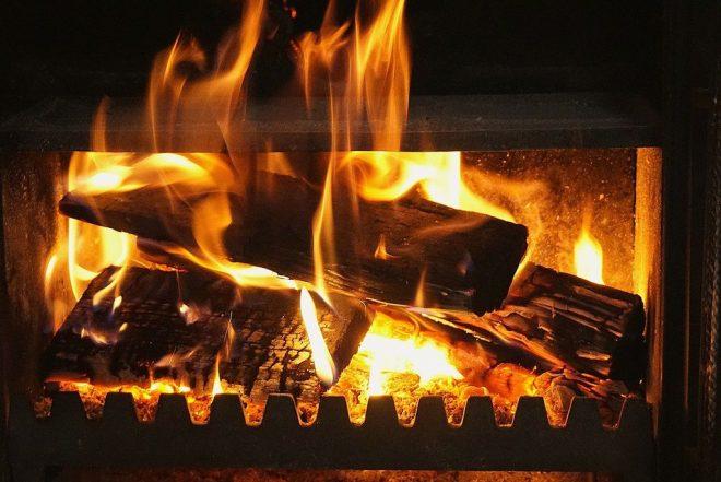 Un feu de cheminée pour ne pas avoir froid chez vous cet hiver